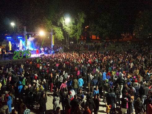 Al evento organizado por Municipalidad de Angol asistieron más de seis mil personas que cantaron y bailaron al ritmo del conjunto AmerikanSound. ANGOL.-El alcalde, Obdulio Valdebenito, destacó los importantes compromisos […]