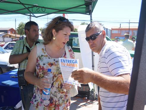 """En el sector de la Feria de Angol, perteneciente a la Provincia de Malleco, se realizó con éxito el Lanzamiento de la Campaña """"Entrega tu arma, iniciativa que busca promover […]"""