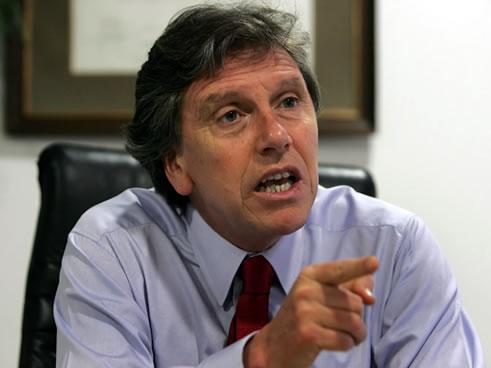 El senador Espina asegura que su apoyo a Huenchumilla se basa en que cree en sus esfuerzos por mejorar el clima al interior de la región. El emplazamiento realizado al […]